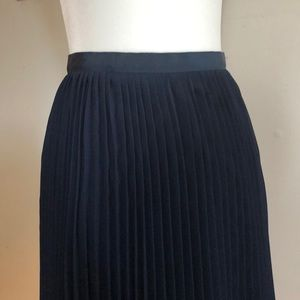 J. Crew pleated skirt navy blue. Size 00